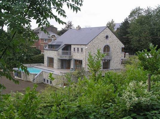 Entreprise de construction de maison à Waimes: maison avec piscine