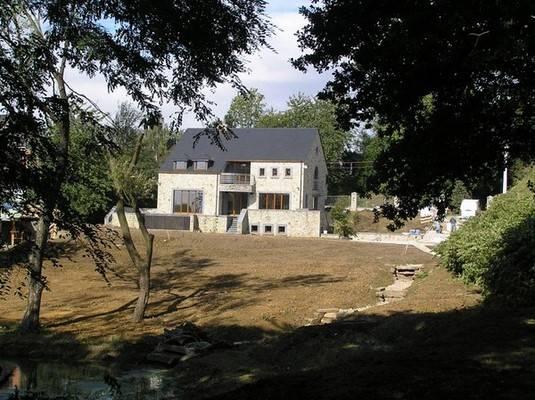 Entreprise de construction de maison à Waimes: grand jardin